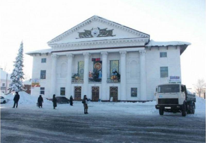 Памятник Роза из двух видов гранита Гурьевск, Кемеровская обл. Мемориальный одиночный комплекс из двух видов гранитов Нарткала
